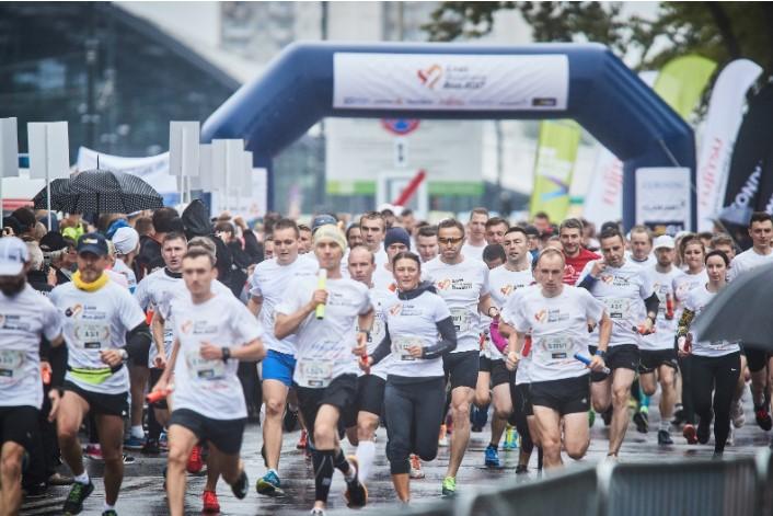 Biegacze Łódź Business Run znów pobiegną dla osób z niepełnosprawnością ruchową. Szukamy beneficjentów
